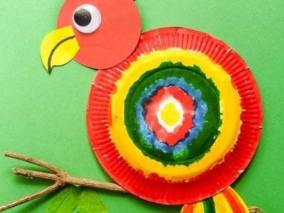 parrot made with paper plate