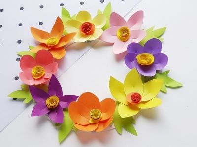 paper plate wreath with flowers