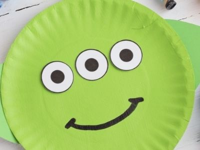 Alien from toy story made with paper plate